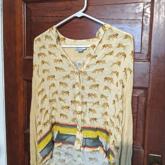 Anthropologie tiger shirt 👕